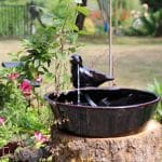 Jolie fontaine solaire à eau