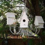 Chandelier transformé en support nids oiseaux