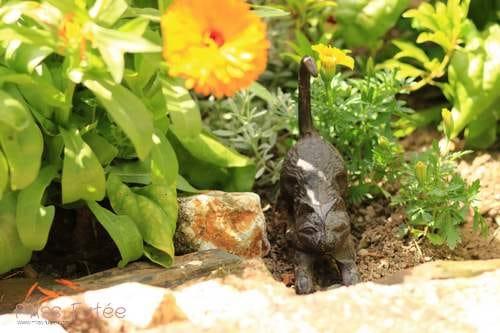 Petit chat en fonte pour décorer son jardin