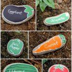 Étiquettes pour le jardin sur des cailloux dessinés