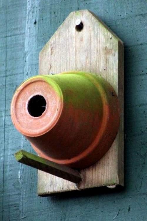 Nid pour oiseaux réalisé avec un simple pot en terre cuite