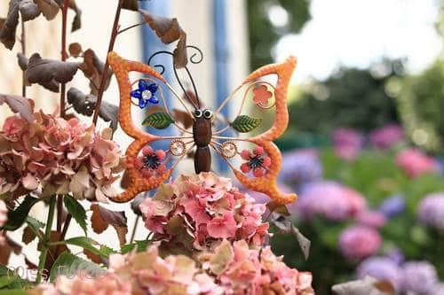 Pique papillon en déco pour le jardin