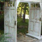 Vieilles portes transformées pour le jardin