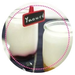 Préparation de délicieux yaourts maison